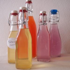 Domácí sirupy v patentních lahvích
