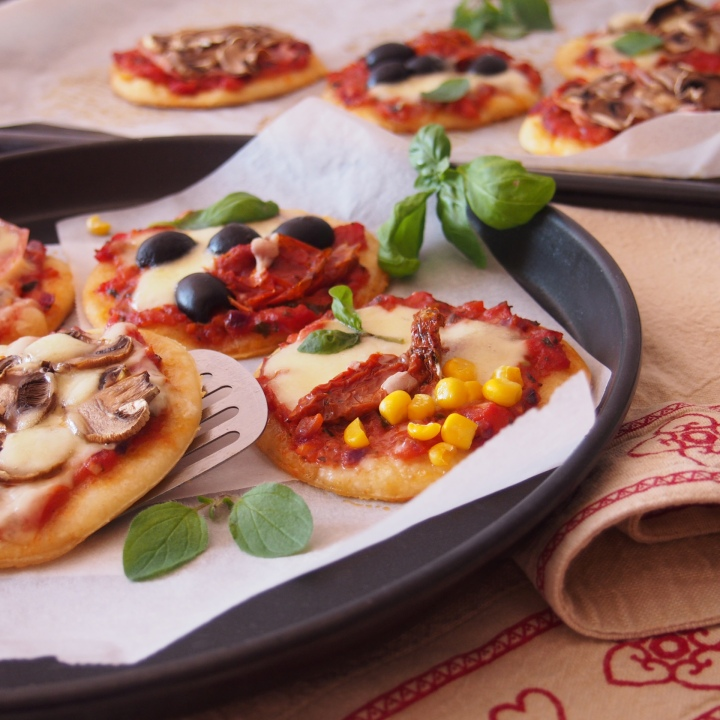Mini pizzy s rajčatovým sugem