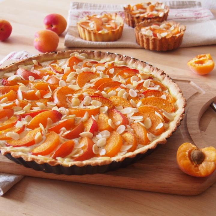Meruňkový koláč s mandlemi