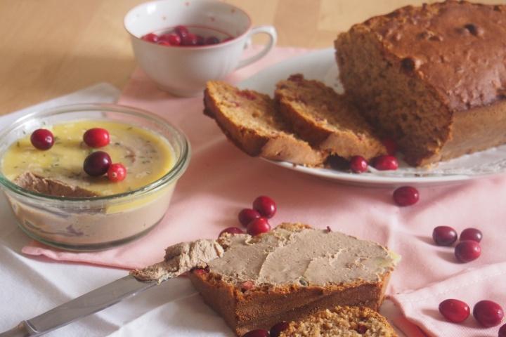 Domácí paštika s brusinkovým chlebem