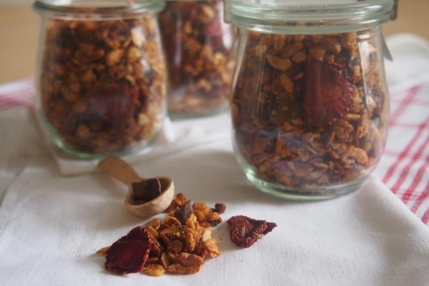 Oříšková granola s čokoládou